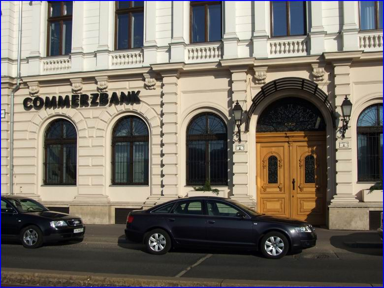 Ajtónyitó referencia - Commerzbank