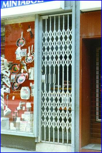 Egyszárnyú ollós ajtórács