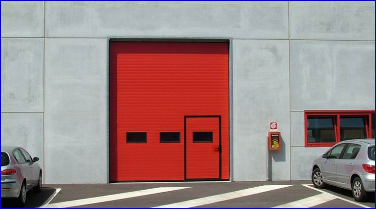 DITEC ipari kapu beépített ajtóval