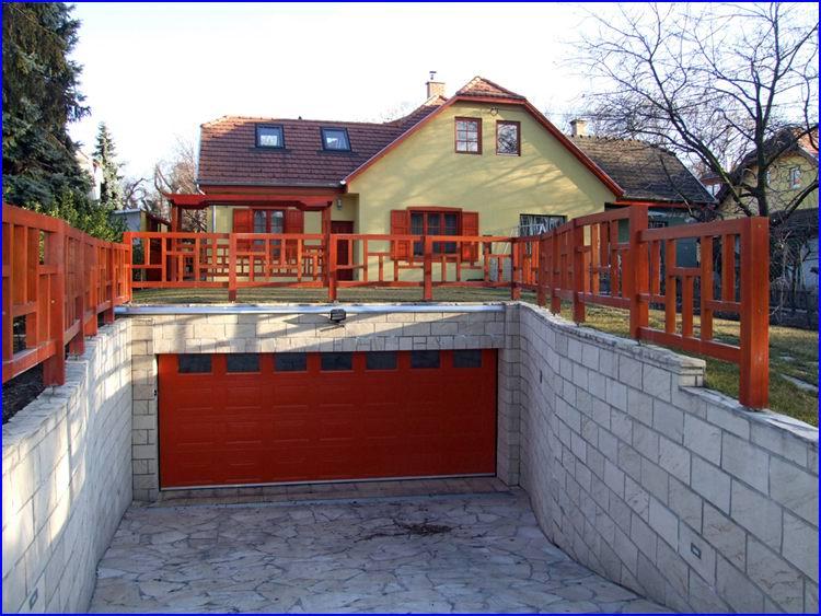 Egyedi színre festett ECOTOR garázskapu