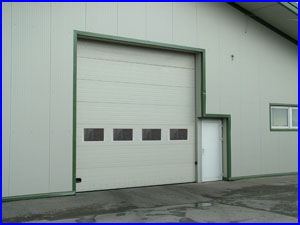 ECOTOR ipari kapu szögletes ablakokkal