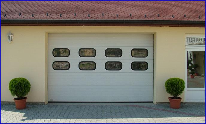ECOTOR ipari kapu, ov�lis, h�szigetelt ablakokkal