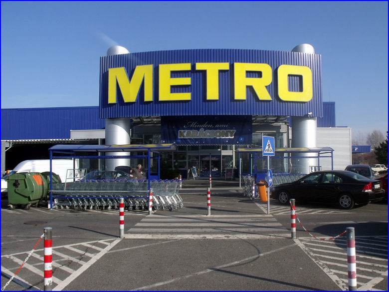 Ipari gyorskapu referencia - Metro áruház Győr