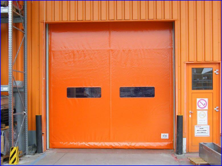 Ipari gyorskapu referencia a külső oldalról - OBI áruház Sopron