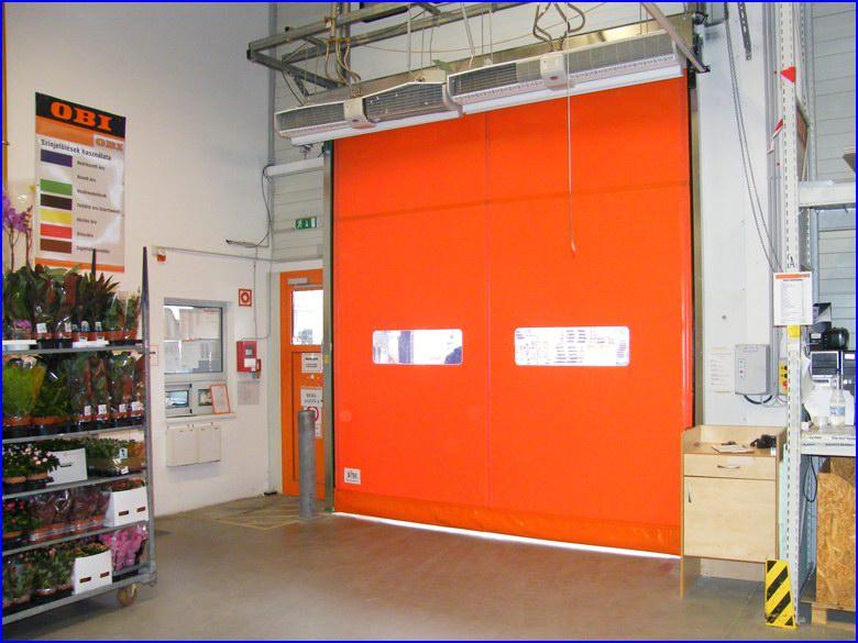 Ipari gyorskapu referencia a raktár belső oldala felől - OBI áruház Sopron