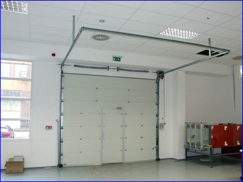 Ipari kapu referencia beépített átjáró ajtóval