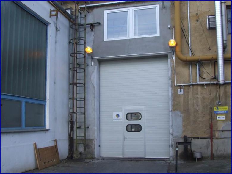 Ipari kapu ajtóval és hőszigetelt ablakkal a Greensolar Kft-nél