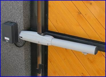 DITEC LUXO elektromos kapunyit� szett sz�rnyas kapukra