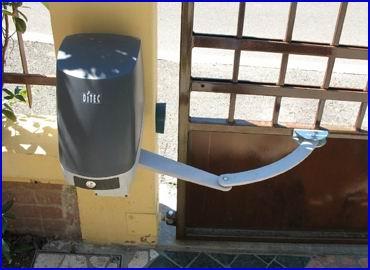 DITEC FACIL csukl�karos elektromos kapunyit� szett sz�rnyas kapukra