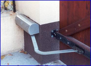 FAAC-390 csukl�karos elektromos kapunyit� szett sz�rnyas kapukra