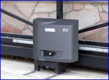 DITEC CROSS ipari kapunyitó nagyméretű és nagy súlyú tolókapukra, intenzív használatra