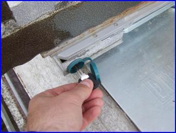 Süllyesztett kapunyitó kézi kulcsos kioldása áramkimaradás esetén