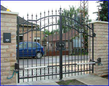 DITEC OBBI kapunyitó kétszárnyú kovácsoltvas kapun