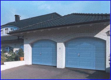 Kék garázskapuk