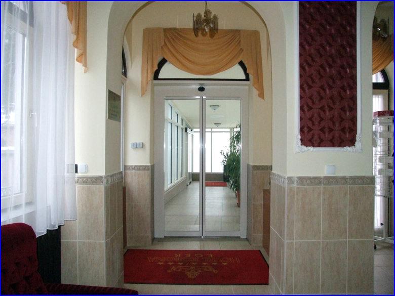 Automata ajtó és üvegportál referencia - Hotel Korona