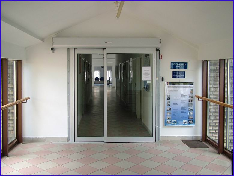 Automata ajtó referencia - SOTE 2-es számú Belgyógyászati Klinika - zárt helyzetben