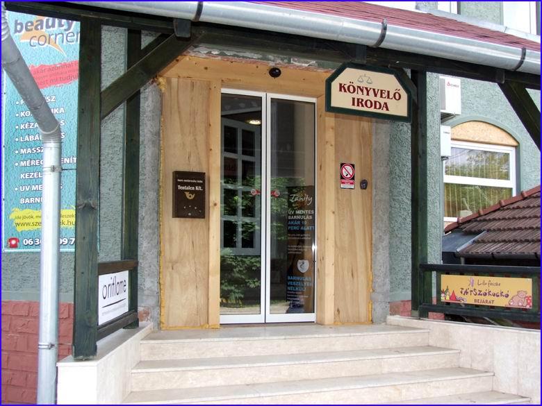 Automata ajtó referencia - Szolgáltató ház