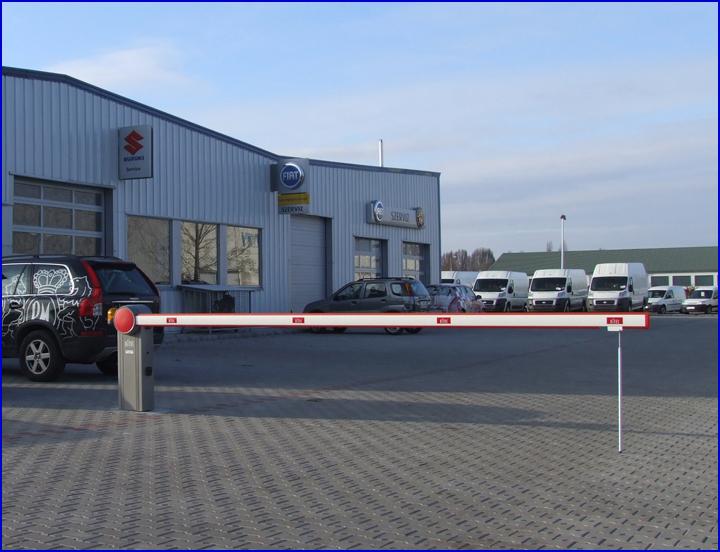 QIK-7EH sorompó a Jansik Autóháznál Kecskeméten