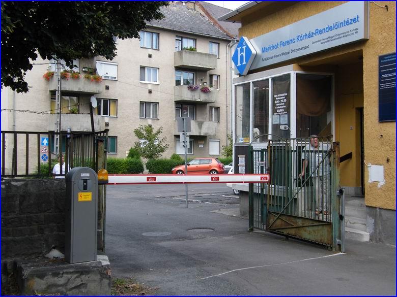 Sorompó referencia - Markhot Ferenc kórház Árvaközi porta