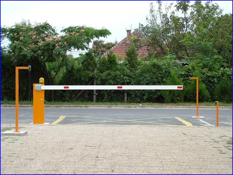 Sorompó referencia - Orvosi rendelő parkolója