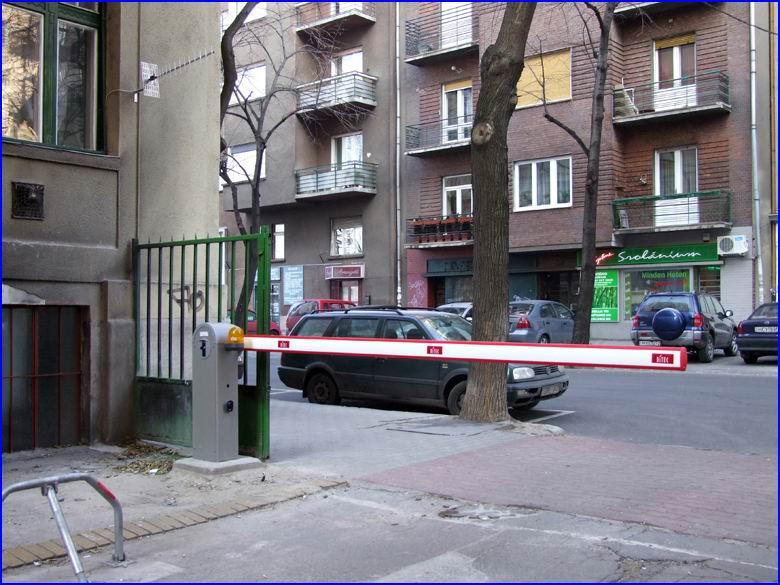 Sorompó referencia - Társasház Radnóti u 38
